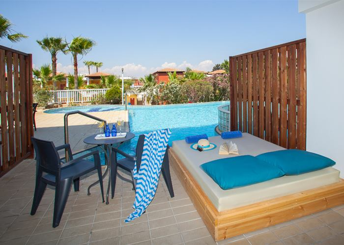 Atlantica Aeneas Resort - Family 4 Premium Swim Up Outdoor Jacuzzi with Partition