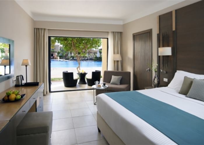 Coral Sea Aqua Club - Swim Up Rooms