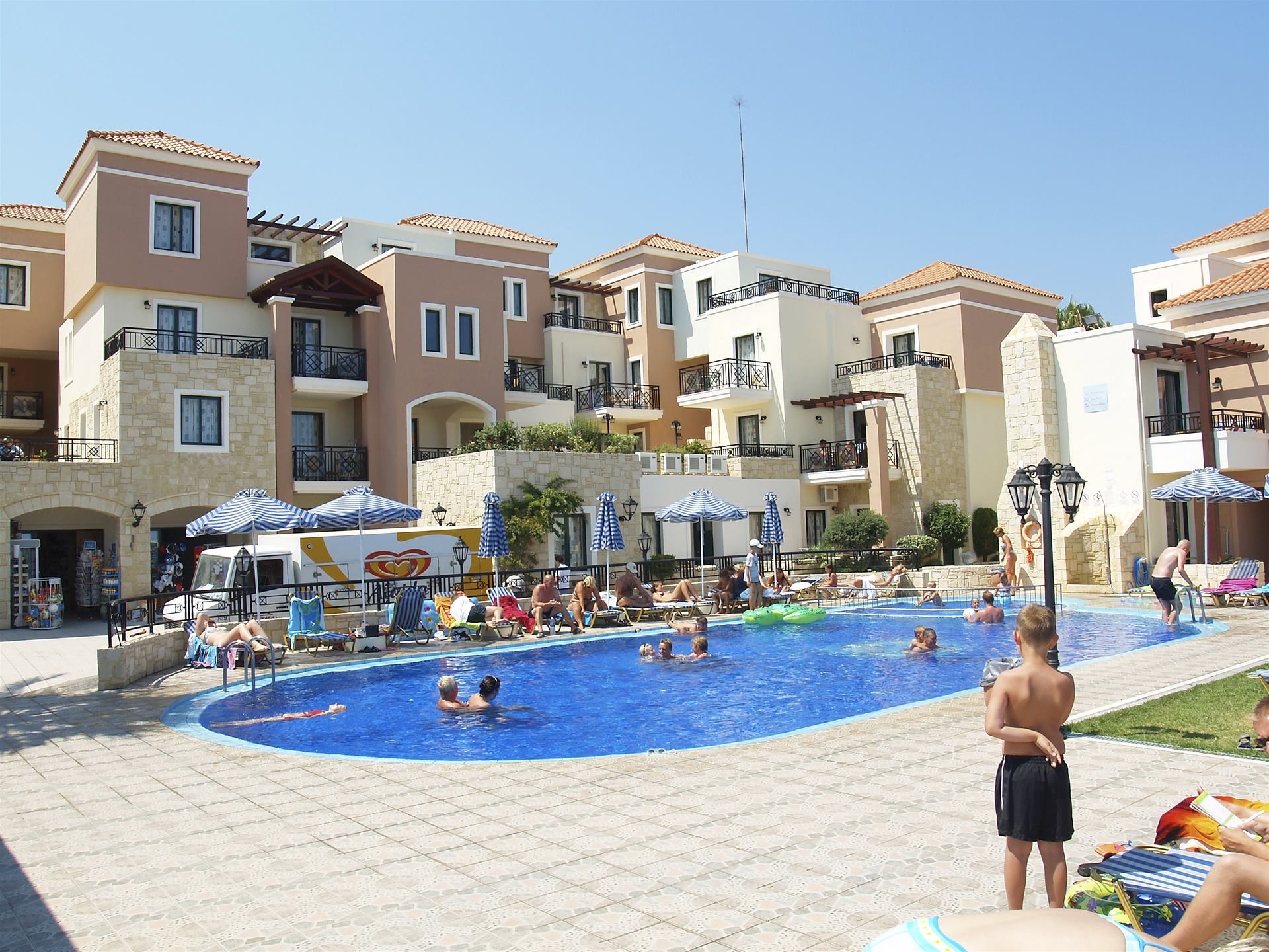 Pool fun with oasis jamie amp april - 2 2